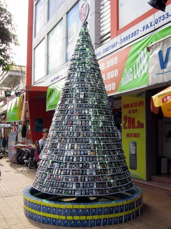 cell-phone-Christmas-Tree