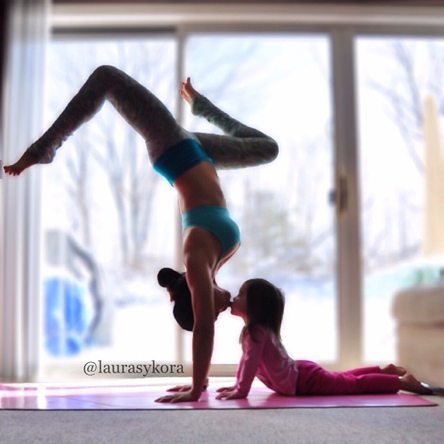 mom-and-daughter-yoga-laura-kasperzak-2