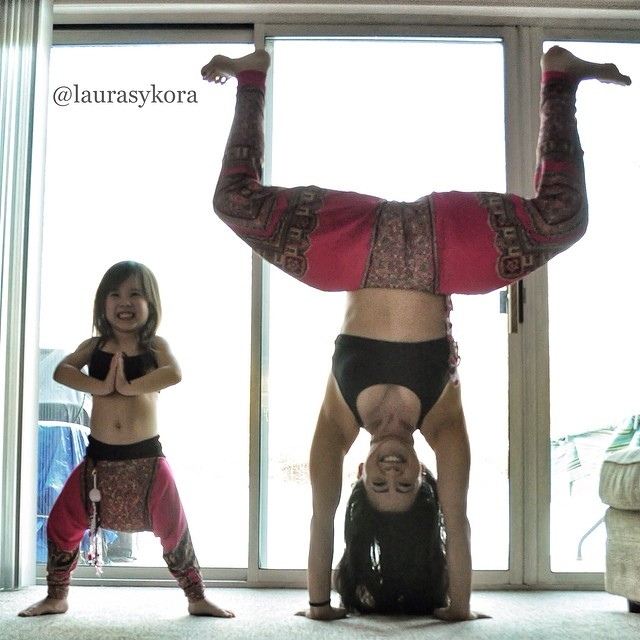 mom-and-daughter-yoga-laura-kasperzak-5