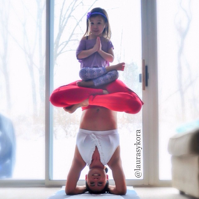 mom-and-daughter-yoga-laura-kasperzak-6