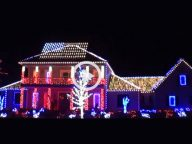 They Look Like Normal Christmas Lights… But 40 Seconds Later I'm SPEECHLESS!