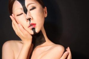 Body into Mind-Bending Optical Illusions by Using Makeupand Watercolours 1