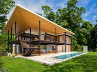 The Contemporary Tropical House is Completely Open to the Outside